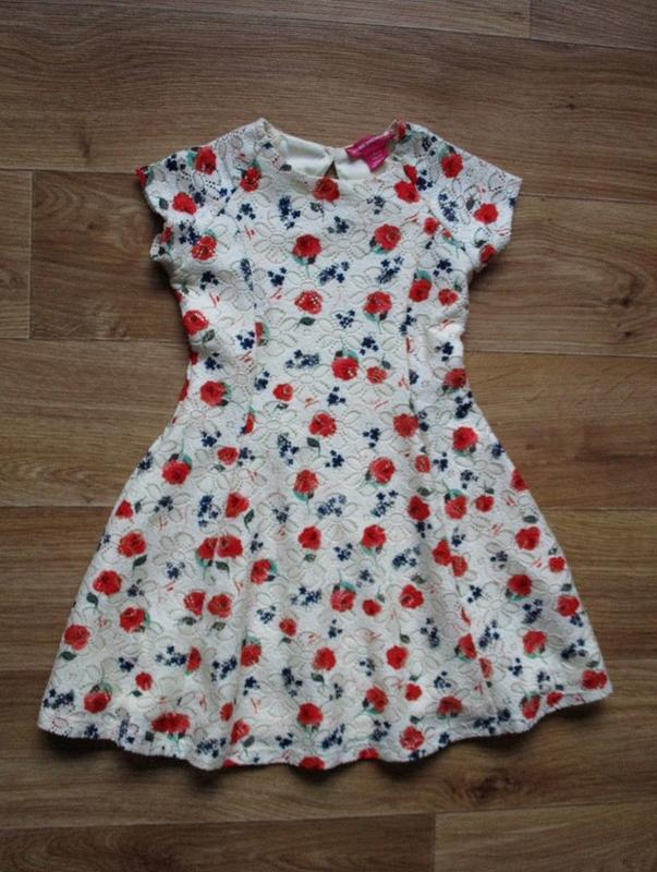 Нарядное платье в цветочках