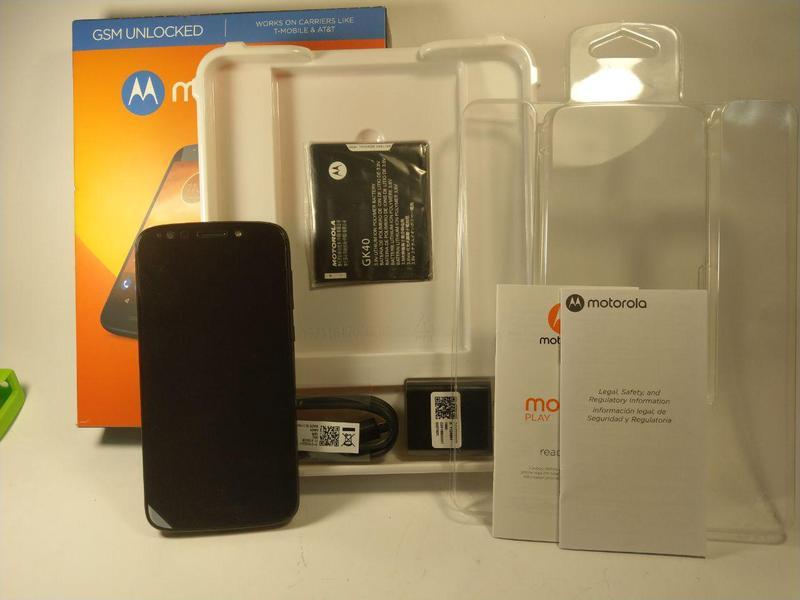 Телефон Motorola Moto E5 Play 2/16 чорний