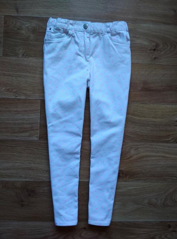 Белые джинсы в розовых сердечках