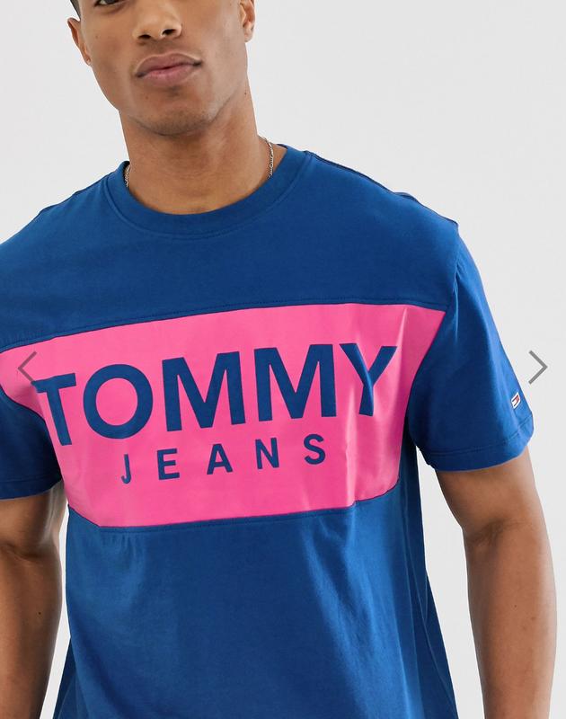 Футболка TOMMY JEANS с лого на груди !