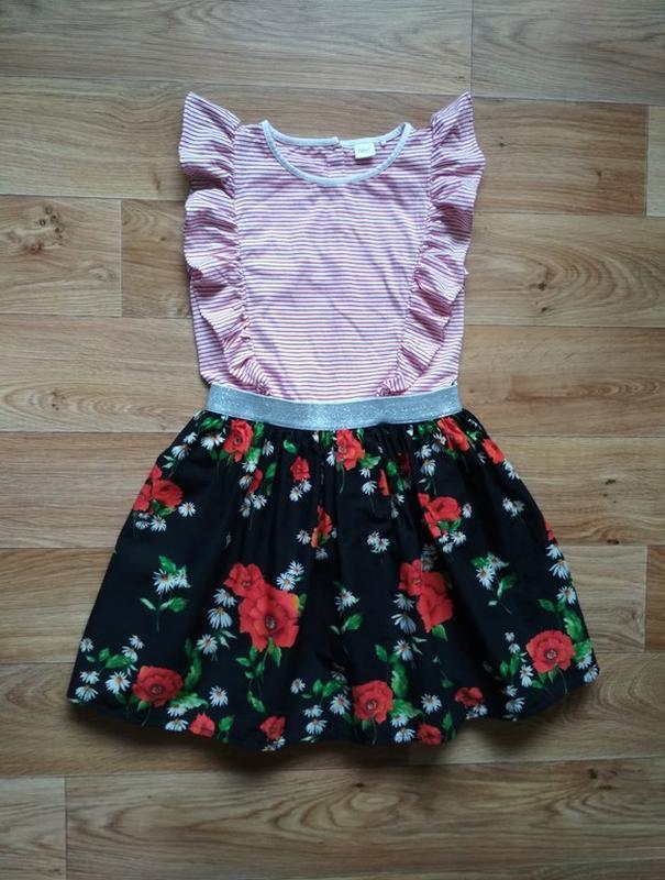 Красочное нарядное платье