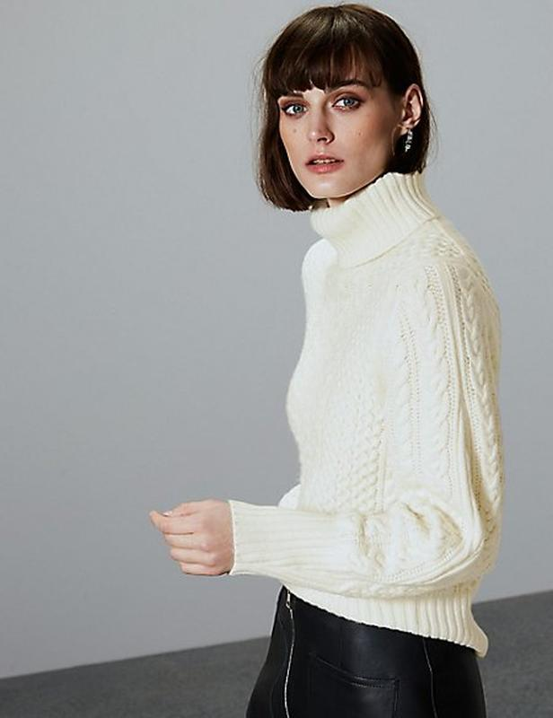 Теплый полушерстяной свитер-гольф,ажурной вязки