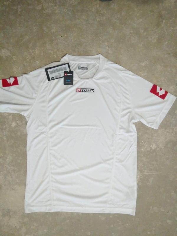 Белая  спортивная футболка lotto с коротким рукавом