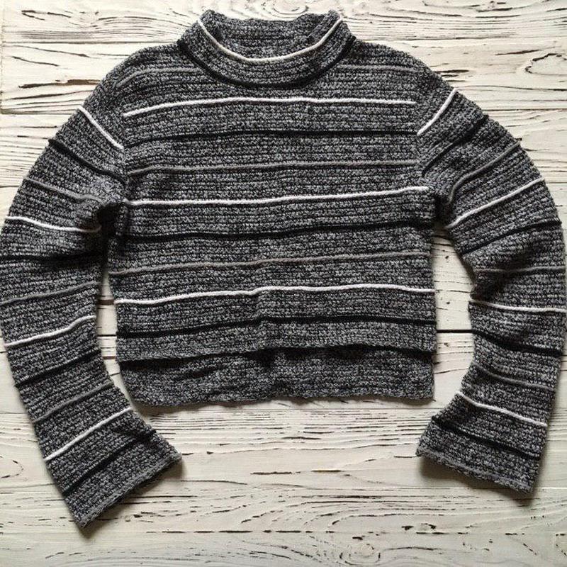 Укороченный стильный свитерок