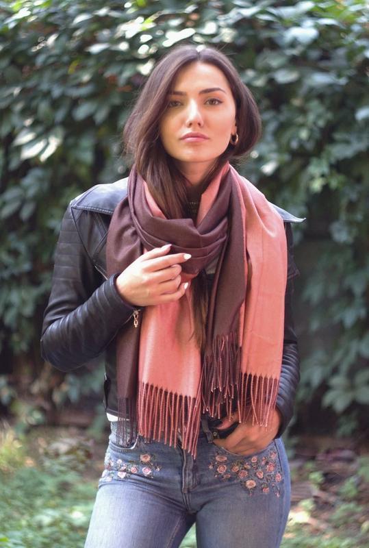 Теплый палантин шарф омбре коричневый персик в наличии