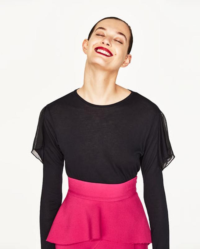Блуза с вырезами на плечах zara