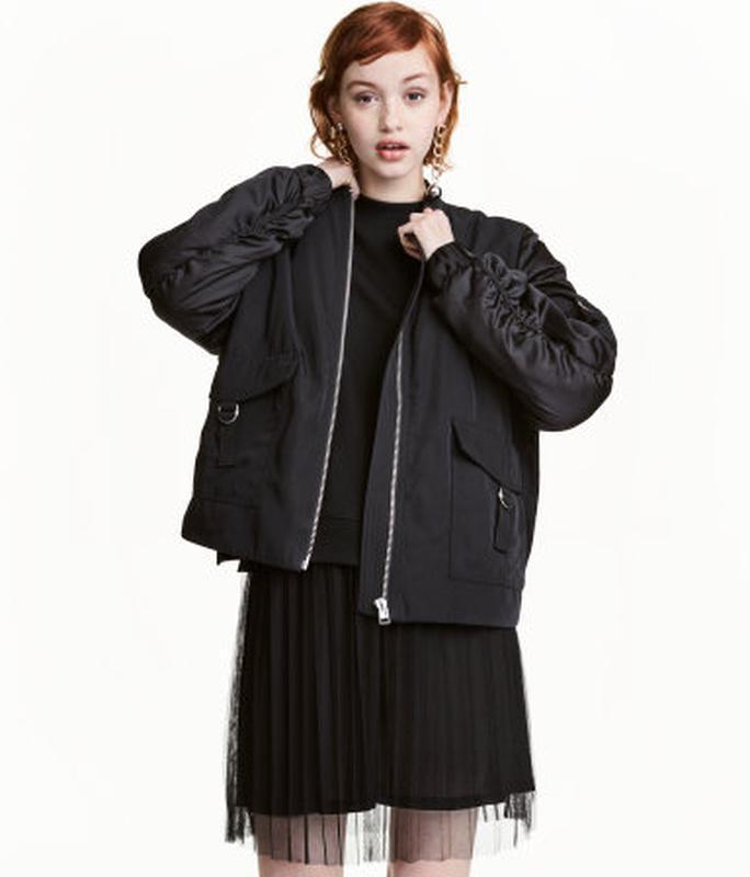 Утепленная черная куртка,бомбер  h&m