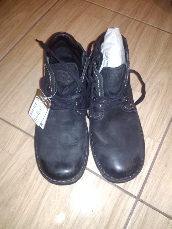 Фирменные новые кожаные ботинки 40 lasocki.  .