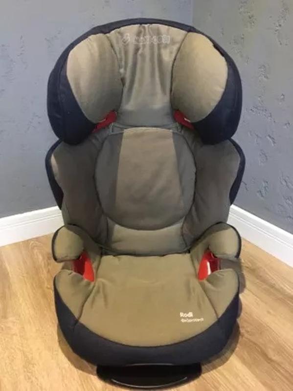 Автомобільне дитяче крісло