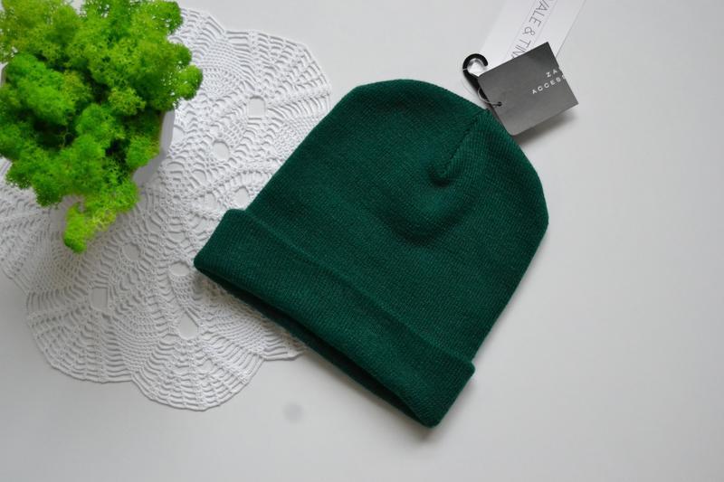 Zara шапка ізумрудного кольору