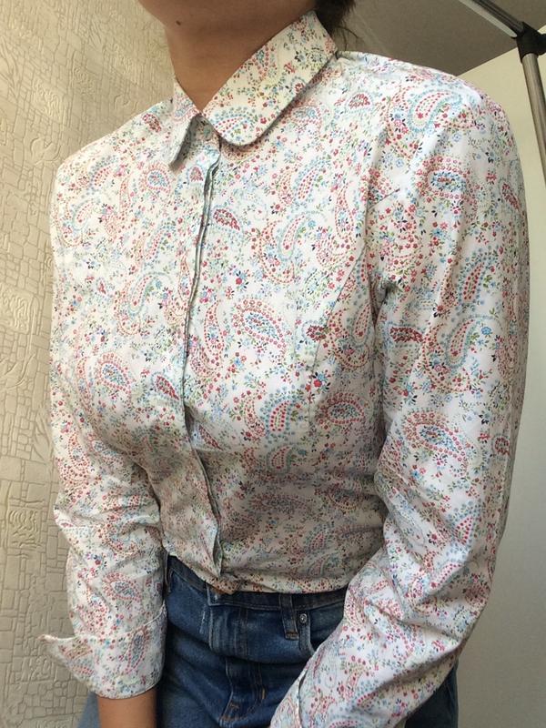 Приталенная хлопковая рубашка в интересный принт/fully fitted