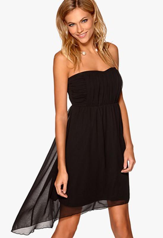 Очаровательное черное платье