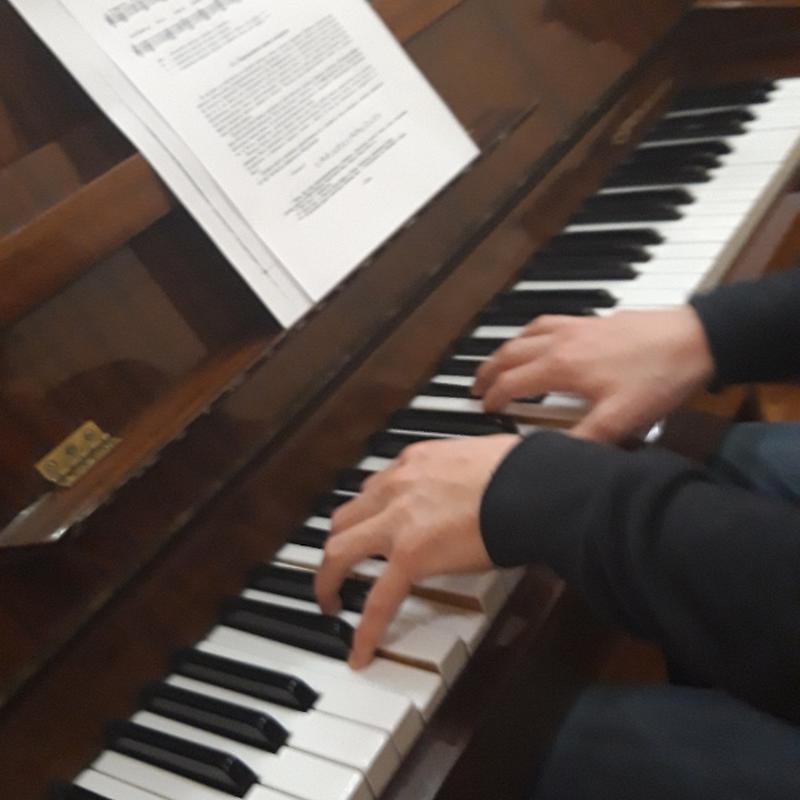 Учитель игры на фортепиано и синтезаторе