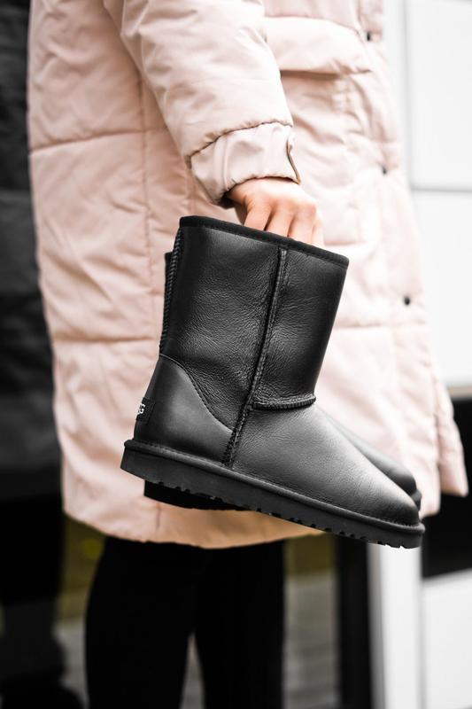 Ugg short ii leather black натуральные женские зимние сапоги у...