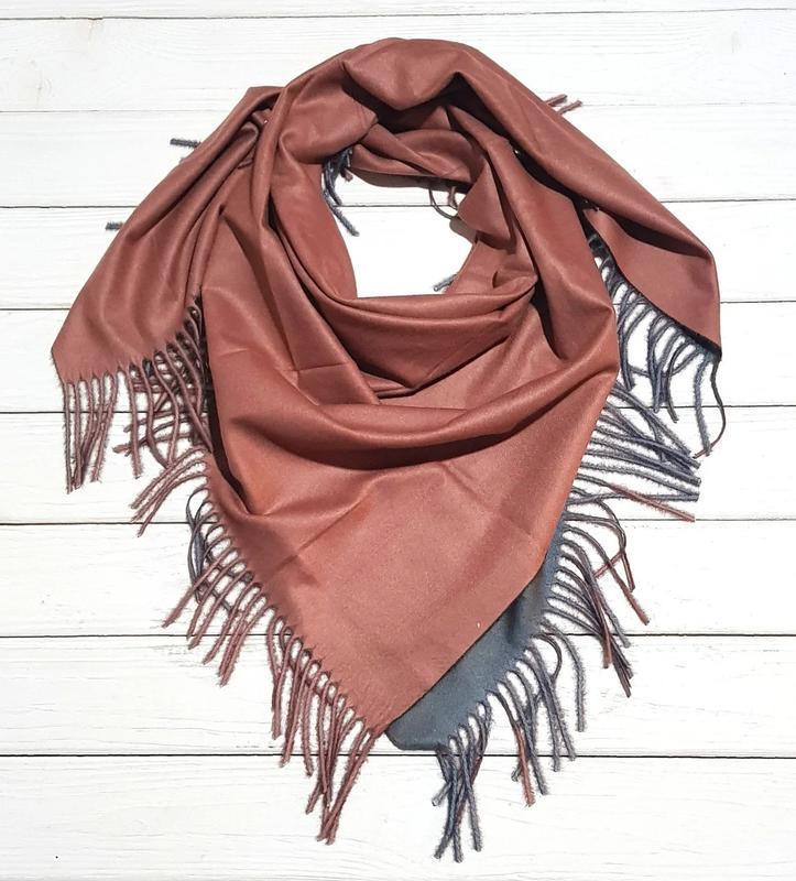 Теплый двухсторонний платок косынка терракот серый