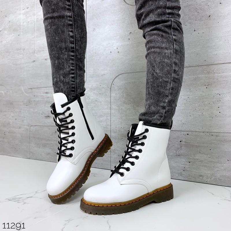Белые ботинки мартинсы,ботинки на массивной подошве, высокие б...