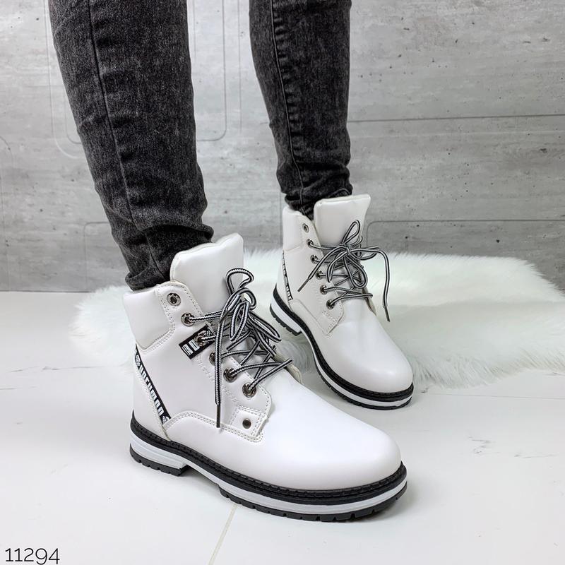 Белые зимние ботинки,стильные зимние ботинки белого цвета.