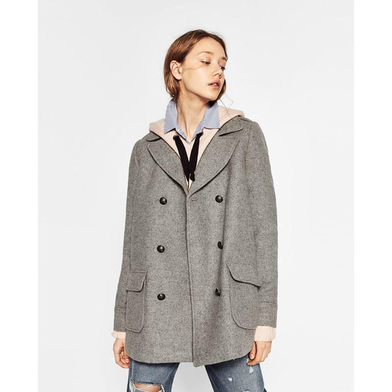 Стильное двубортное теплое пальто  с карманами