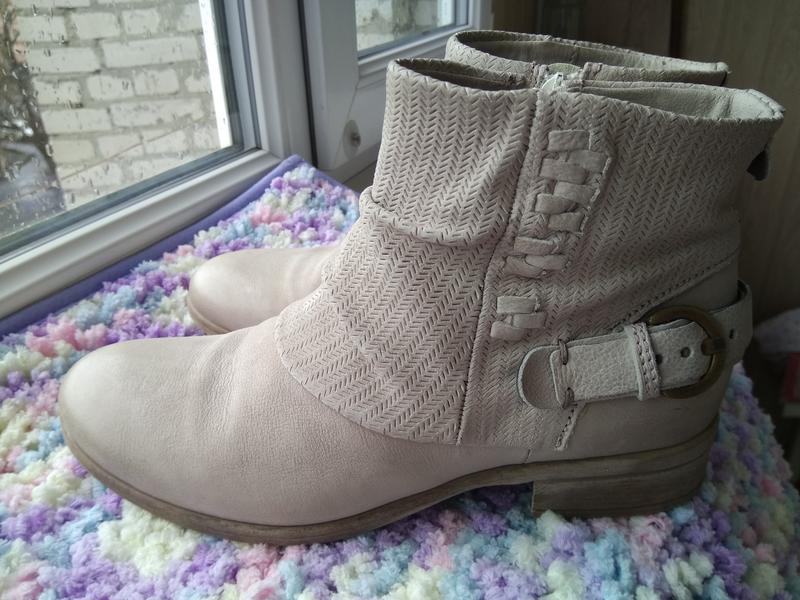 Приличные кожаные серо-бежевые ботильоны ботинки полуботинки - Фото 3