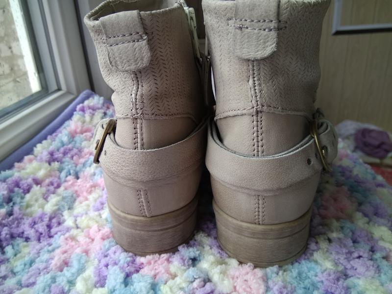 Приличные кожаные серо-бежевые ботильоны ботинки полуботинки - Фото 4