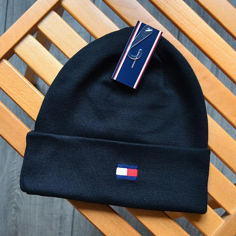 Женская зимняя шапка tommy hilfiger чёрная акриловая