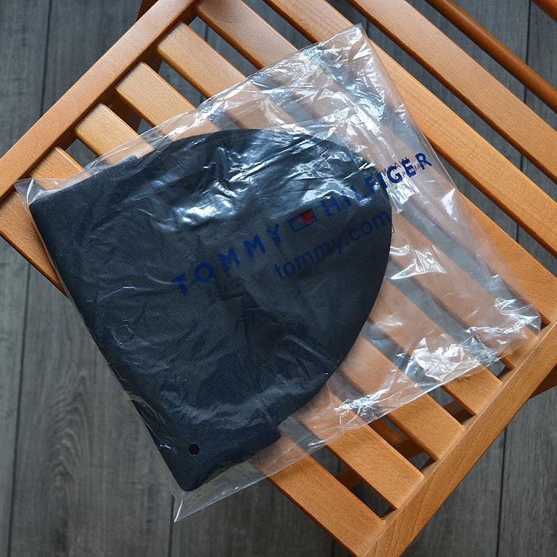 Женская зимняя шапка tommy hilfiger чёрная акриловая - Фото 2