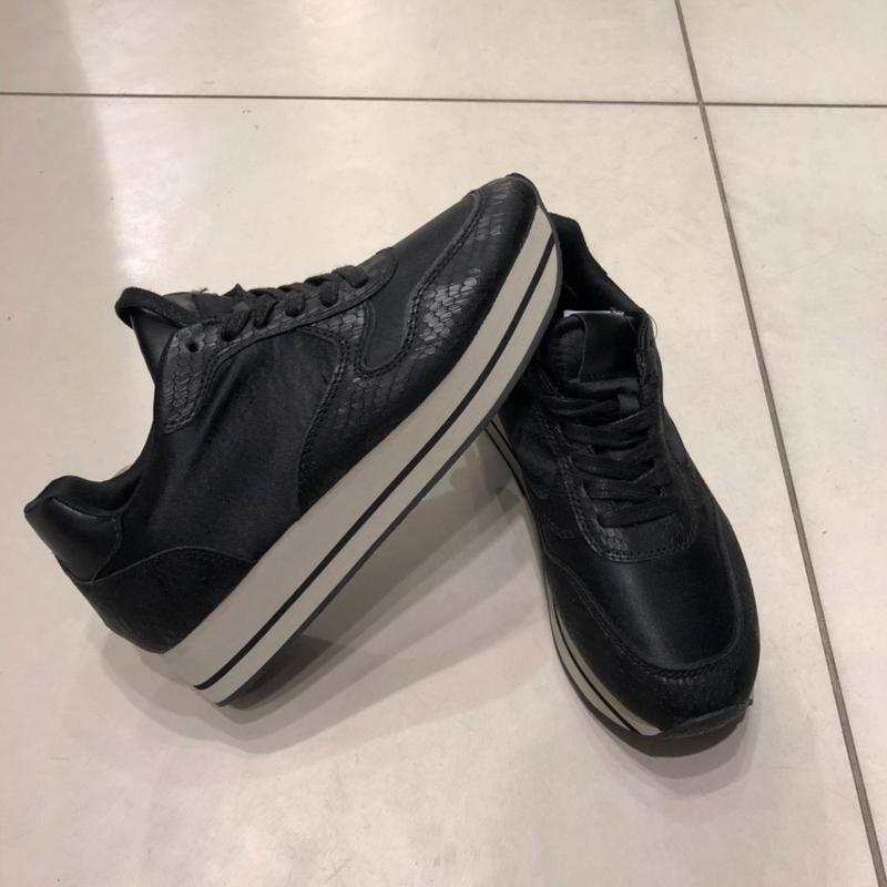 Чёрные кроссовки кеды из кожзама. reserved. размеры уточняйте.