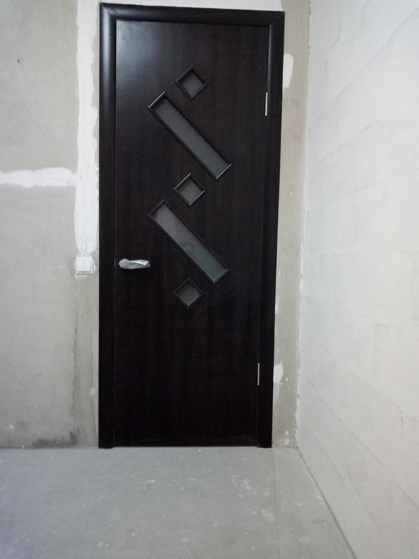 Установка межкомнатных дверей. Врезка замков и ручек.