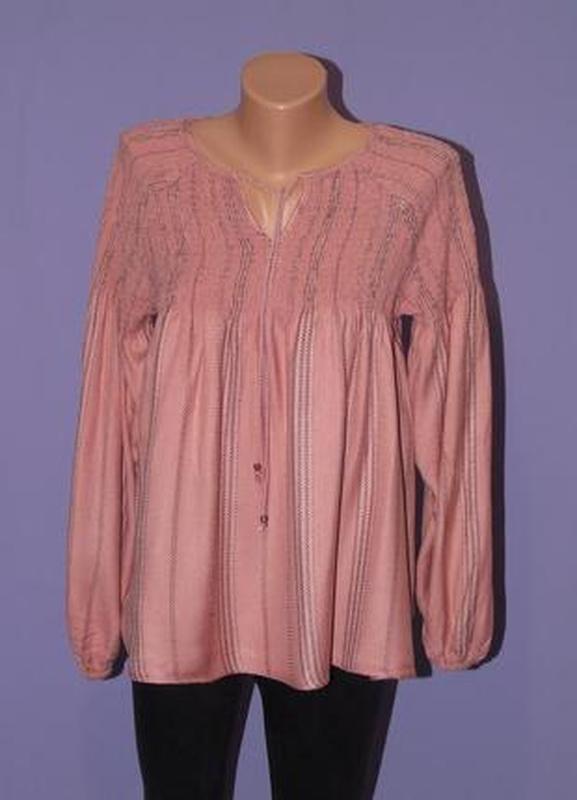Красивая блузочка 14 размера tu