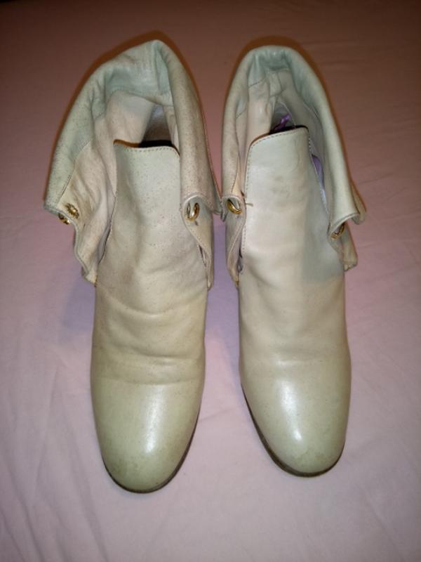 Светлые кожаные ботинки италия