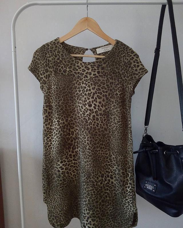 Платье в принт  от zara