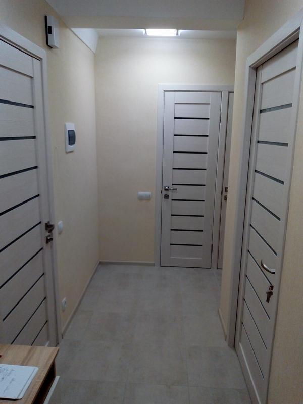 Качественная установка межкомнатных дверей с использованием пр...