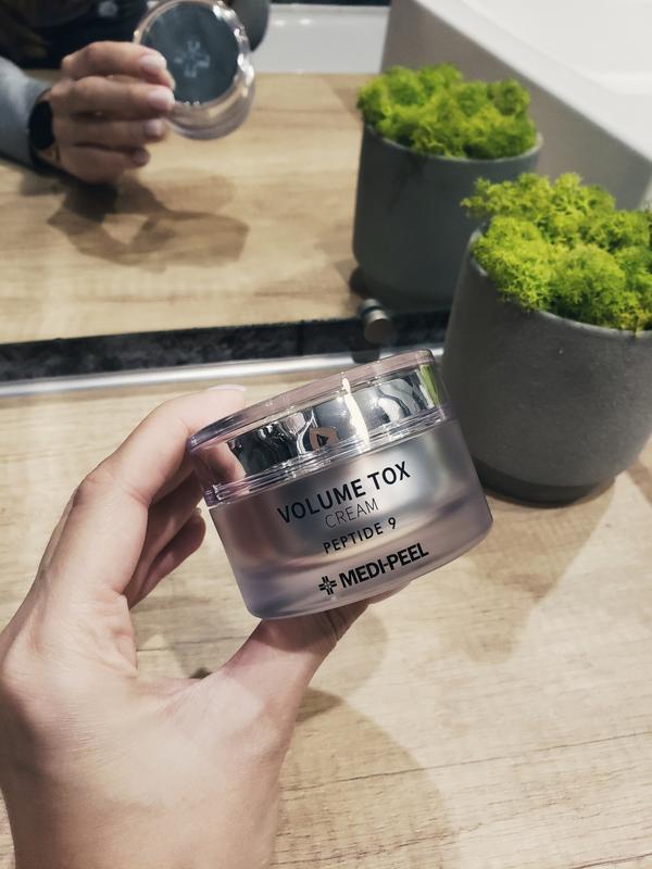 Омолаживающий крем с пептидами medi-peel volume tox cream pept...
