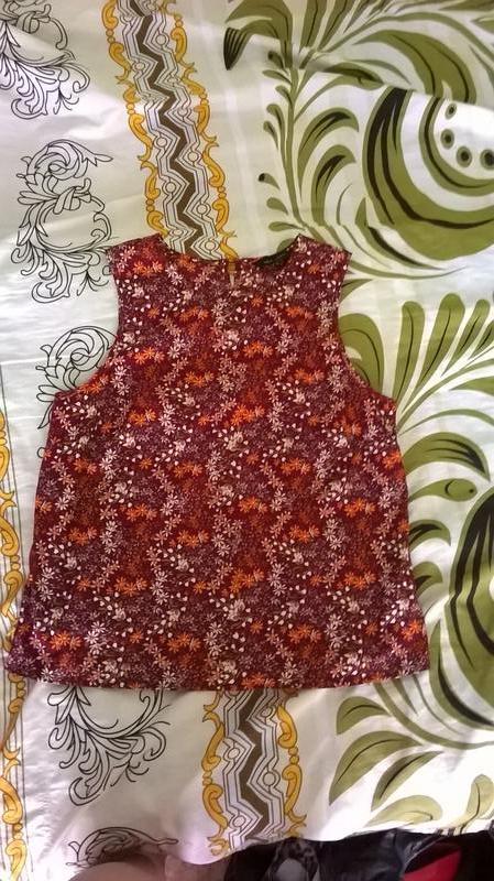 Стильная футболка с цветочным принтом