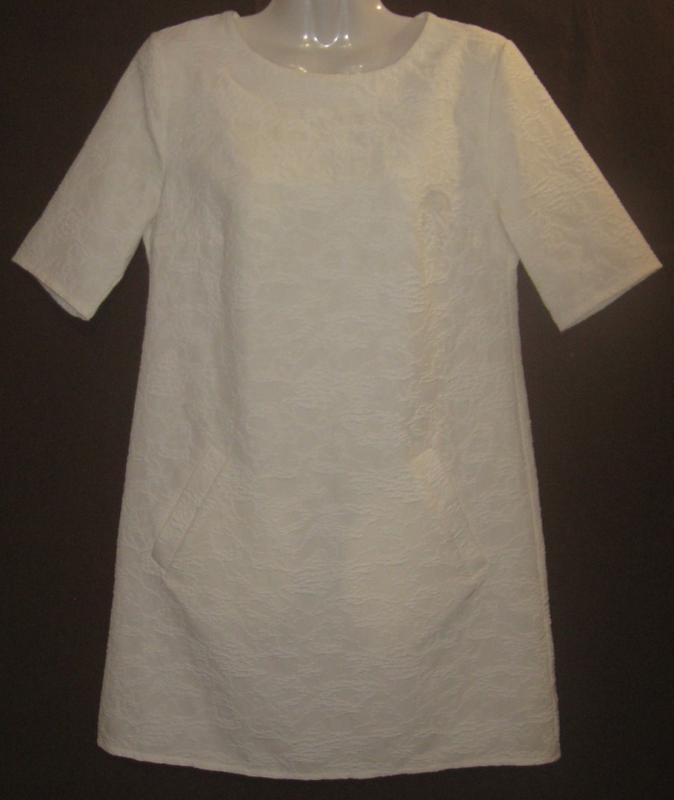 Платье женское белое букле, мини. 42р-р. классное.