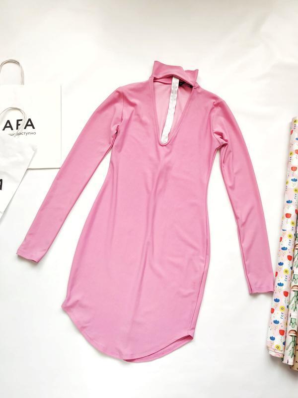 Розовое барби платье с чокером длинный рукав prettylittlething