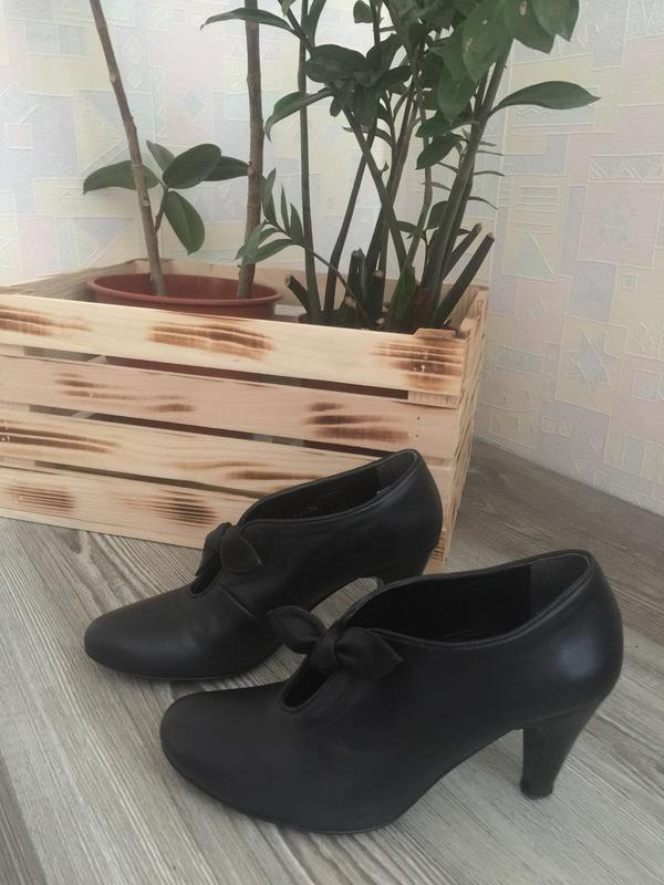 Натуральная кожа. чёрные туфли на каблуке. размер 38. 5th avenue.