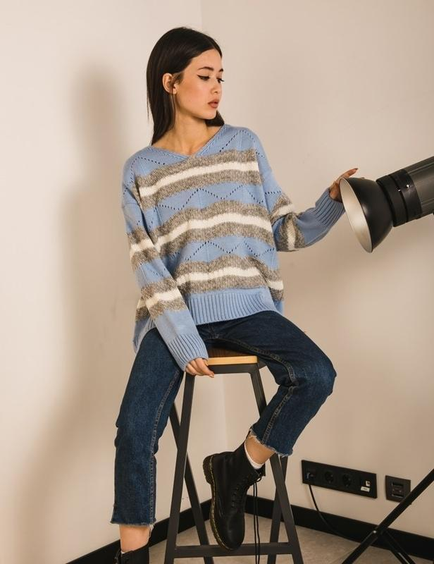 Свободный широкий свитер оверсайз