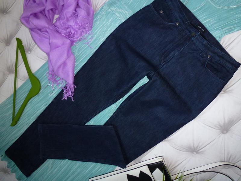 Плотные джинсы прямого кроя