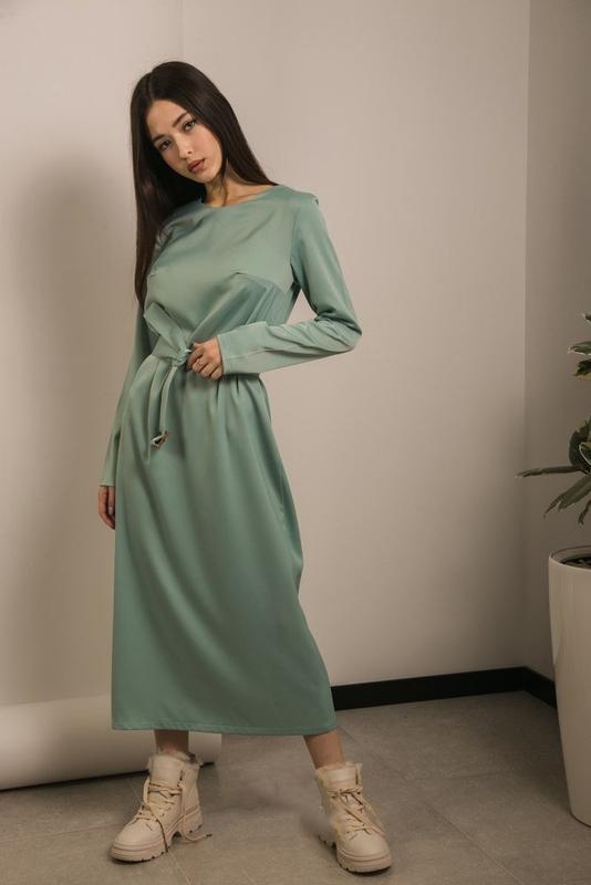 Нежное женственное платье с пояском