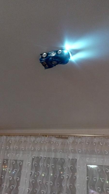 Машинка на радиоуправлении по потолкам - Фото 4