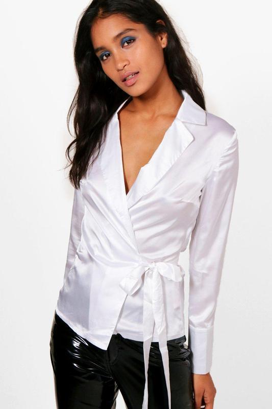 Белая атласная  рубашка блуза на запах boohoo