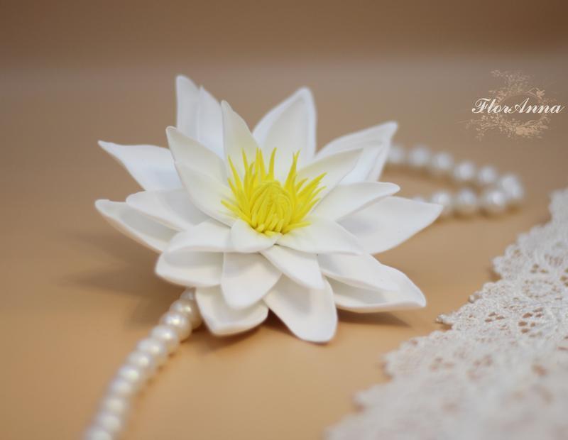"""Заколка/брошь цветок ручной работы """"белый лотос"""""""
