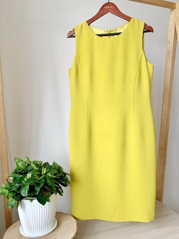 Класична сукня жовтого кольору