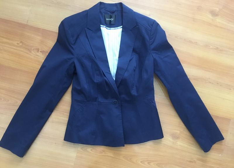Синий приталенный пиджак фирмы orsay !
