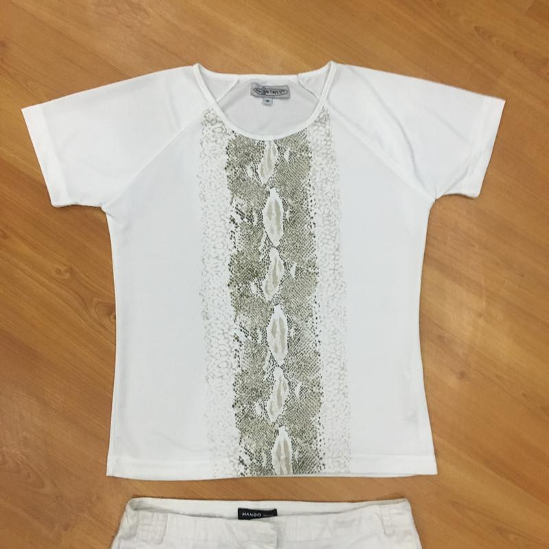 Белая футболочка со змеиным принтом !