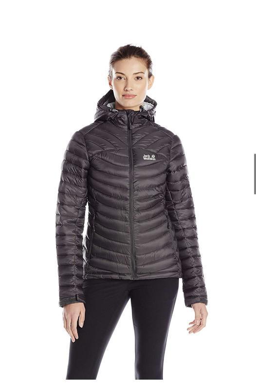 Очень стильная теплая зимняя куртка от jack wolfskin оригинал