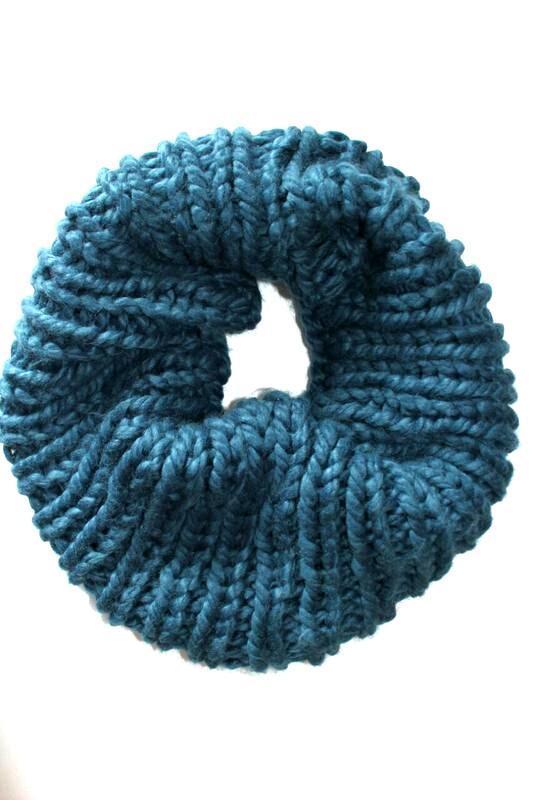 Теплый, мягкий шарф снуд, хомут, цвета морской волны, германия.