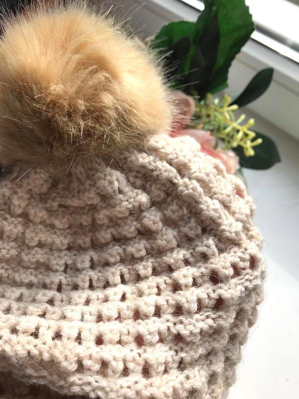 Симпатичная шапка бини с помпоном, ажурной вязки, c&a, one size. - Фото 2