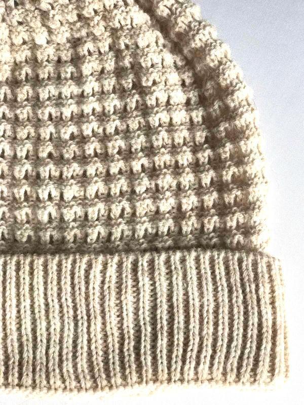 Симпатичная шапка бини с помпоном, ажурной вязки, c&a, one size. - Фото 3